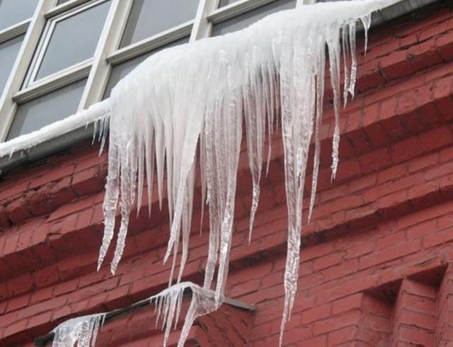 упал лед